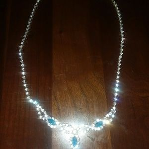 Gorgeous rhinestone necklace..